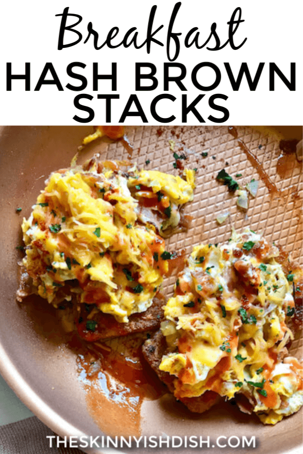 My Breakfast Hash Brown Stacks is such an easy and quick meal to create for breakfast.  A crispy hash brown patty stacked up with eggs, bacon, cheese and more it's all your favorite morning flavors in one stack! #breakfast #hashbrown #ww