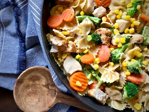 One Pot Creamy Garlic Chicken and Veggie Pasta