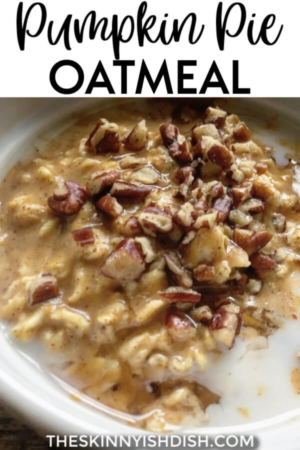 So creamy and delicious, this Pumpkin Pie Oatmeal is a quick and healthy stovetop breakfast recipe that provides a warm bowl of comforting oatmeal with the essence of fall that we all know and love! #pumpkinpie #oatmeal #smartpoints #ww